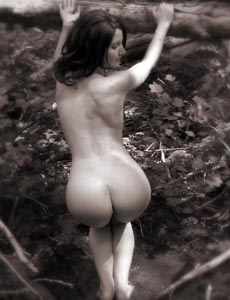 Erotic babe Jennifer nude in the forest