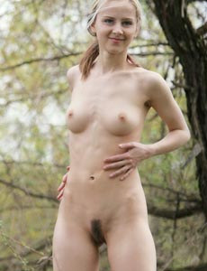 Young hairy pussy hottie Helenda nude in the forest