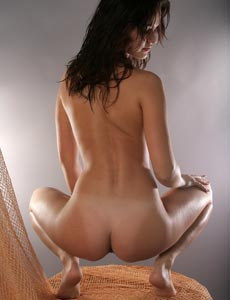 Gysera has hairy slut and apple sexy ass