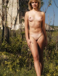 Wonderful Elle got sexy breast