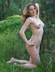 Sweet Diane shows her body