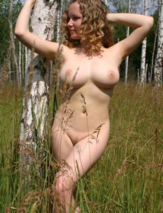 Big boobs hottie Dariya nude in the field