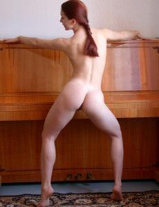 Busty redhair Dancer
