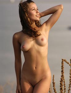 Nude Eleina outside