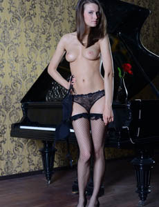 Nylon sexy goddess Maari by the piano