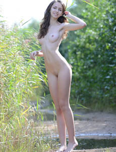 Sexy young naturist Lisabelle