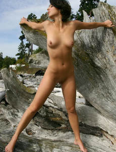 Wonderful naked Angelina outside on the big tree