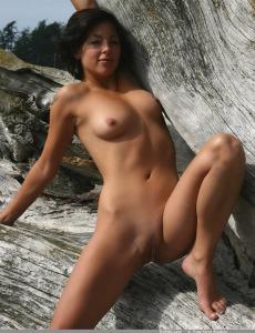 Wonderful naked Angelina outside on the big tree
